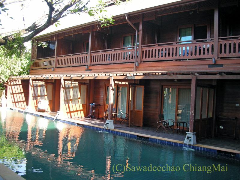 チェンマイにある中級ホテル、バーンユーサバーイブティックハウスの客室棟