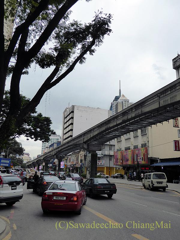 マレーシアのクアラルンプールにあるチョウキット市場付近の道路