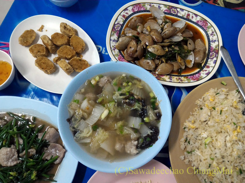 チェンマイの大衆中華レストラン、ティパロット(味露飯店)