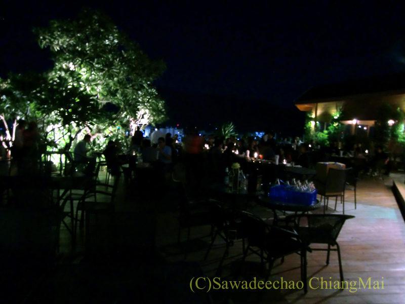 チェンマイの夜景がきれいなパブレストラン、ザナドゥーの店内概観