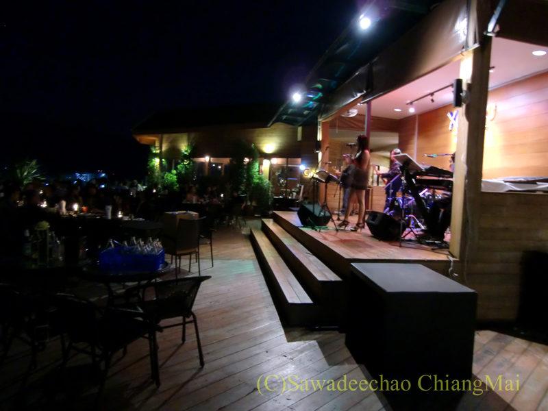 チェンマイの夜景がきれいなパブレストラン、ザナドゥーのステージ