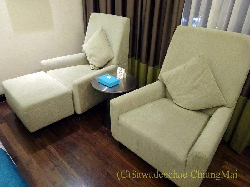 バンコクにあるジャスミンリゾートホテルのソファ