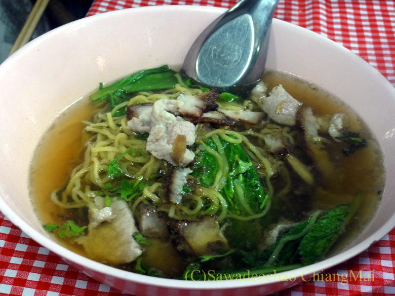 チェンマイの通称「ジミー大西の店」のクエティオ(麺)店のバミームールアム