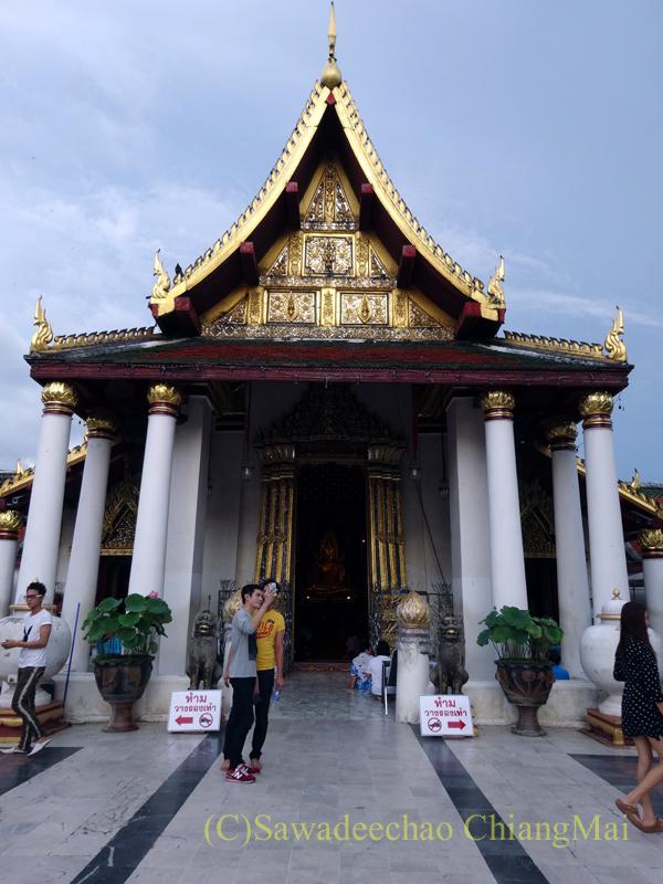 タイのピサヌロークにあるワットプラシーラトナマハータートの本堂