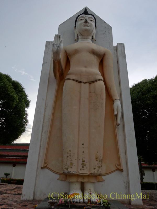 タイのピサヌロークにあるワットプラシーラトナマハータートの遺構の仏像