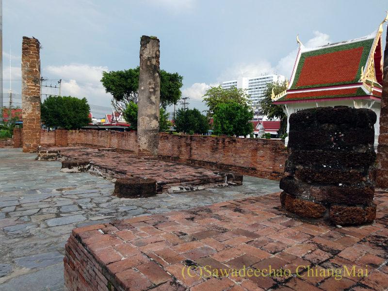 タイのピサヌロークにあるワットプラシーラトナマハータートの遺構