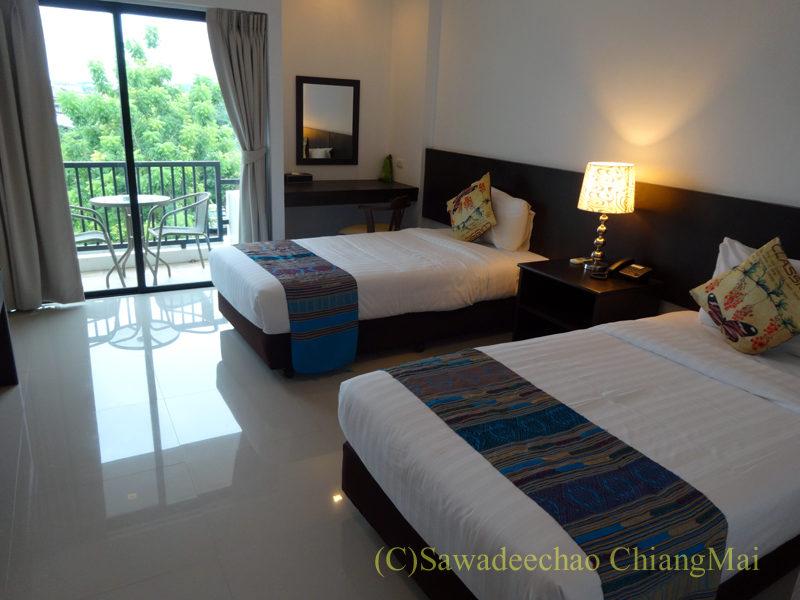 タイ北部の街ナーンにあるバーンナーンホテルの客室概観
