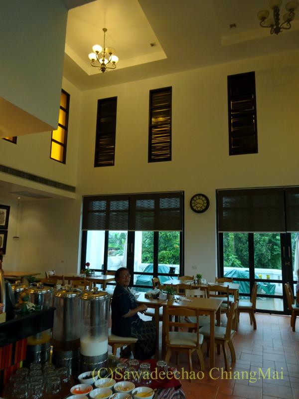 タイ北部の街ナーンにあるバーンナーンホテルのレストラン