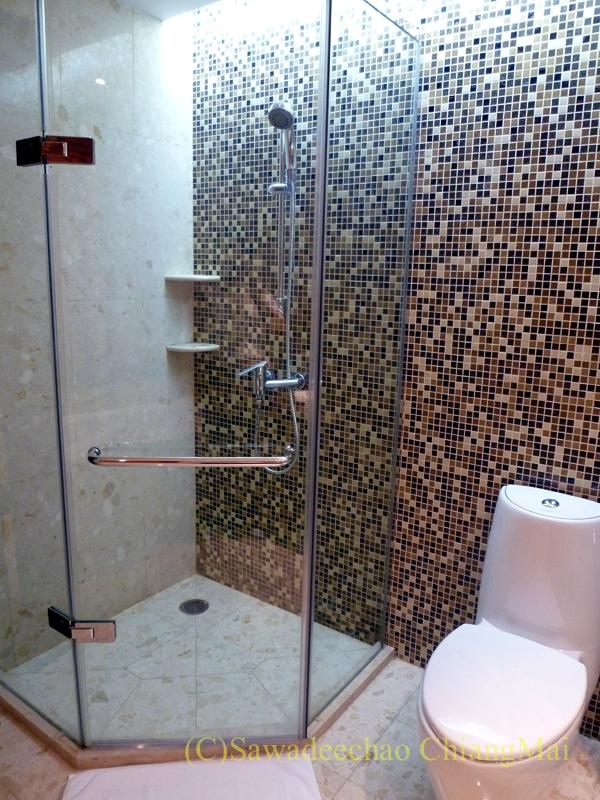 バンコクのノボテルバンコクスワンナプームエアポートホテルのシャワーブース