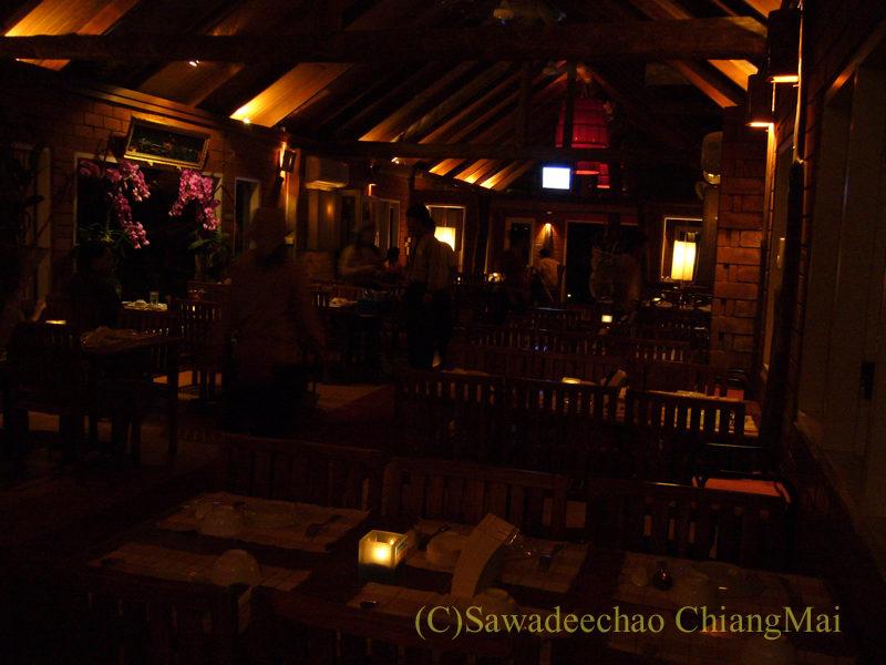 チェンマイの夜景が一望のレストラン、パラードタワンローンの屋内席