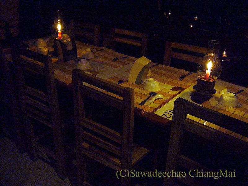 チェンマイの夜景が一望のレストラン、パラードタワンローンのテラス席