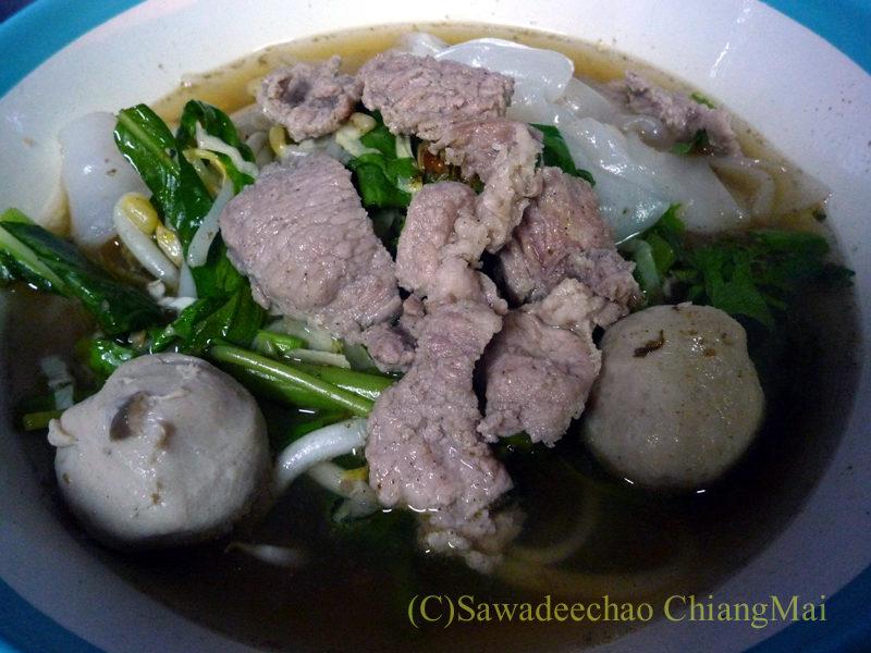 チェンマイの通称「ジミー大西の店」のクエティオ(麺)店のセンヤイムールアム