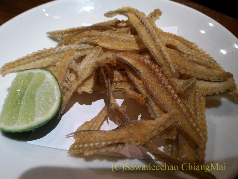 タイのバンコクにある海鮮居酒屋ハマ壱の骨せんべい