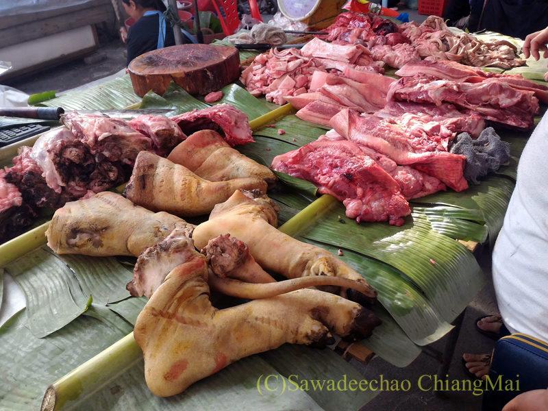 チェンマイのチンホー(隊商雲南人)金曜朝市の肉屋