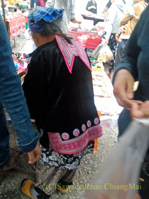 チェンマイのチンホー(隊商雲南人)金曜朝市の山岳民族