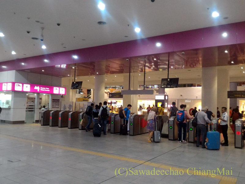 マレーシアのクアラルンプールのKLIA2駅の改札
