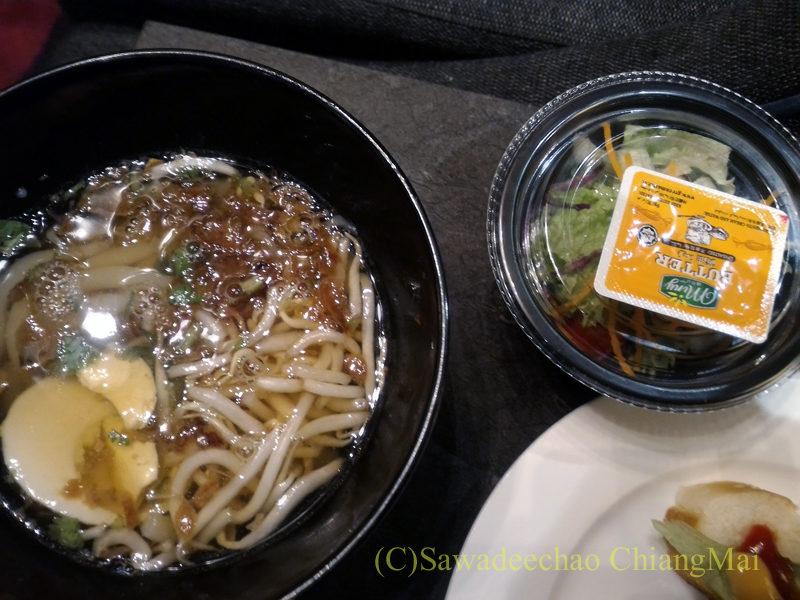 クアラルンプール国際空港KLIA2のプラザプレミアムラウンジの麺