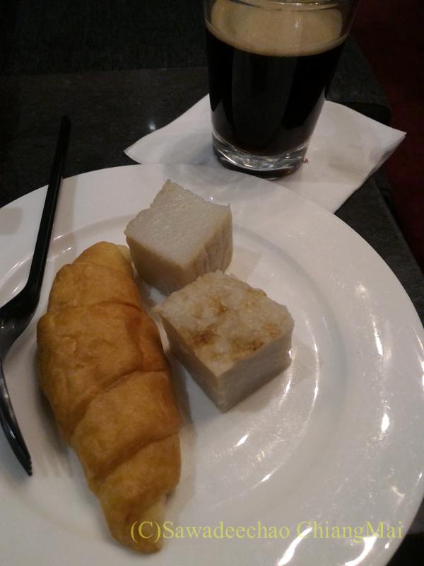 クアラルンプール国際空港KLIA2のプラザプレミアムラウンジの飲食物