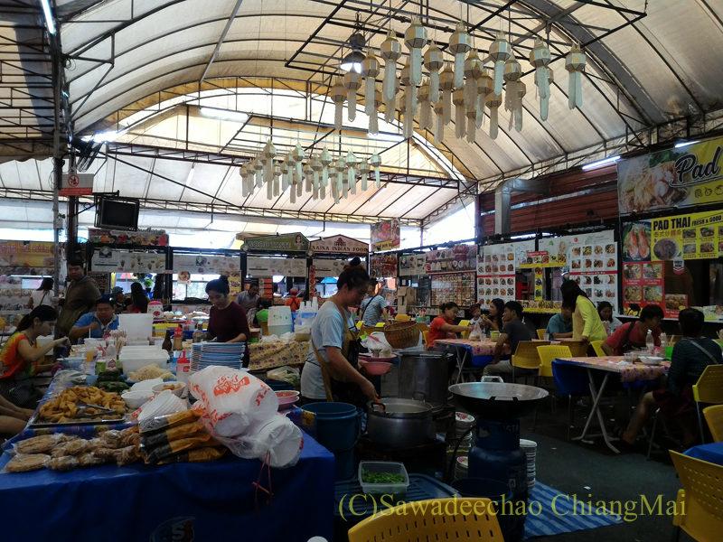 チェンマイのチンホー(隊商雲南人)金曜朝市の食堂エリア