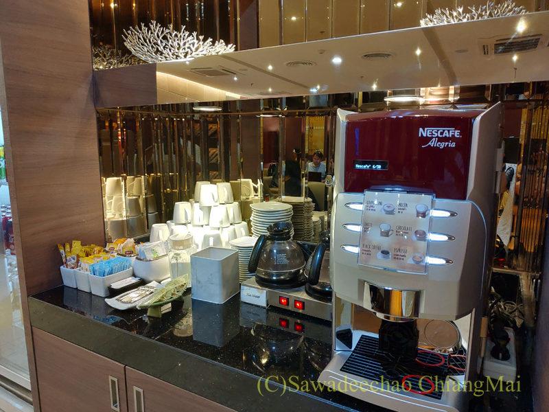 チェンマイ空港国際線ターミナルTGラウンジのコーヒーメーカー