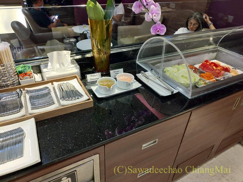チェンマイ空港国際線ターミナルTGラウンジのフルーツコーナー