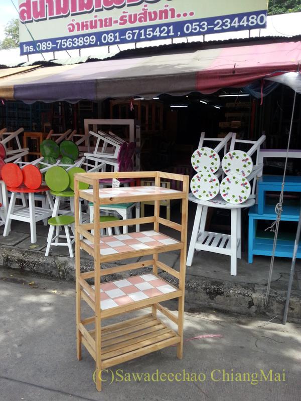 チェンマイで購入したオーブントースターの置台を購入した家具店