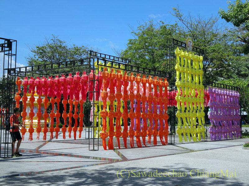 チェンマイのイーペン(ローイクラトン)祭りの広場の飾り付け
