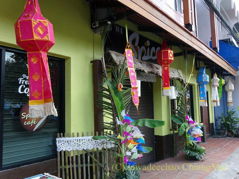 チェンマイのイーペン(ローイクラトン)祭りのレストランの装飾