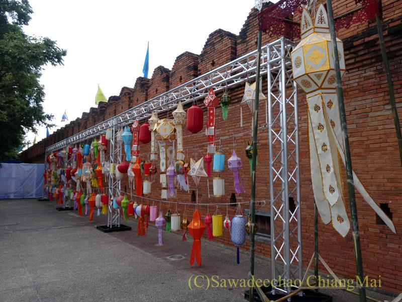 チェンマイのイーペン(ローイクラトン)祭りの準備の様子