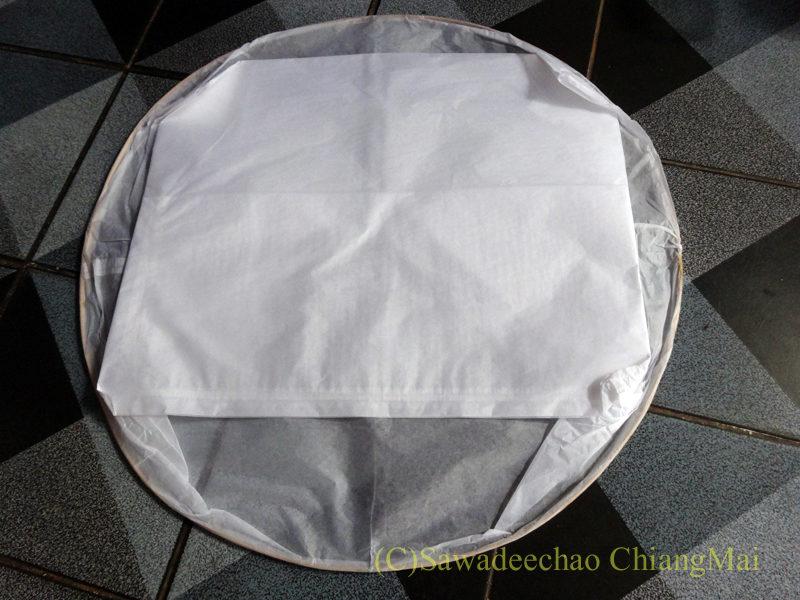 チェンマイのローイクラトン祭りの熱気球の本体