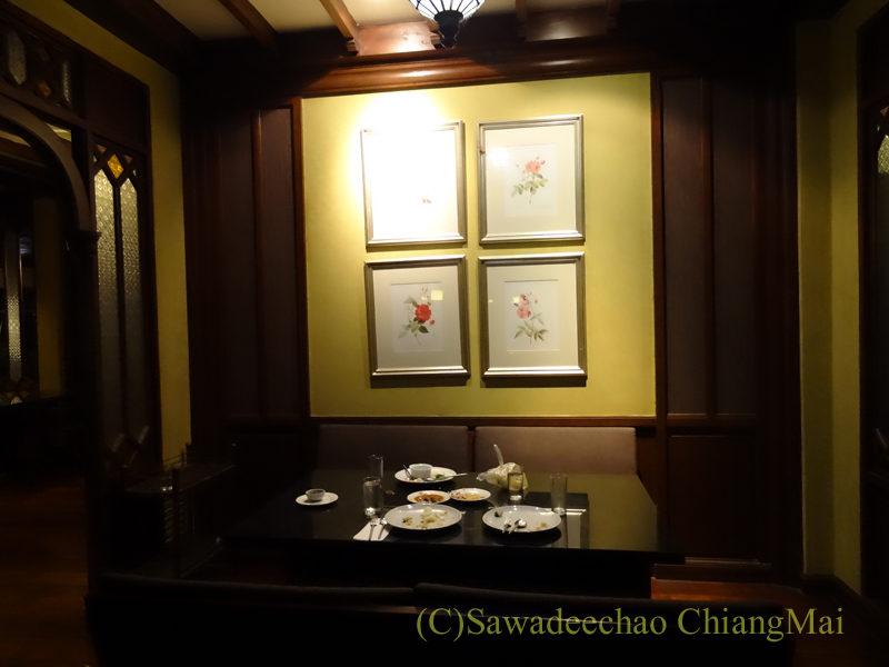 チェンマイのピン川沿いにあるレストラン、ラックターナムのインテリア