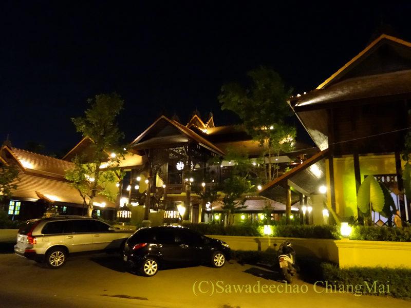 チェンマイのピン川沿いにあるレストラン、ラックターナムの外観