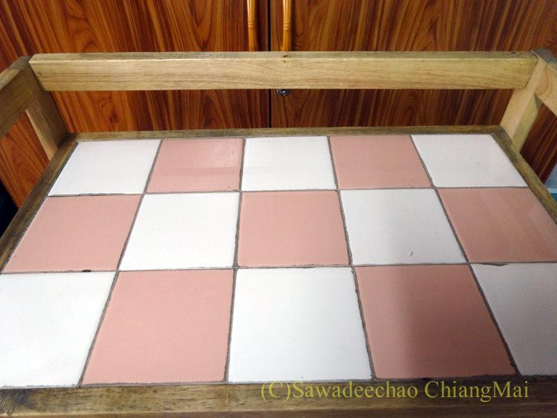 チェンマイで購入したオーブントースターの置台の底板