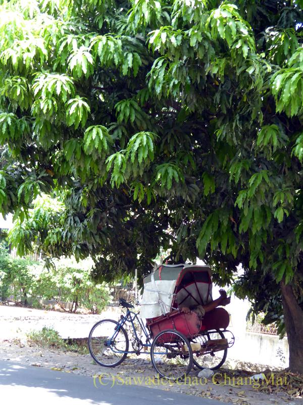 インドネシアのソロ(スラカルタ)の街のベチャ
