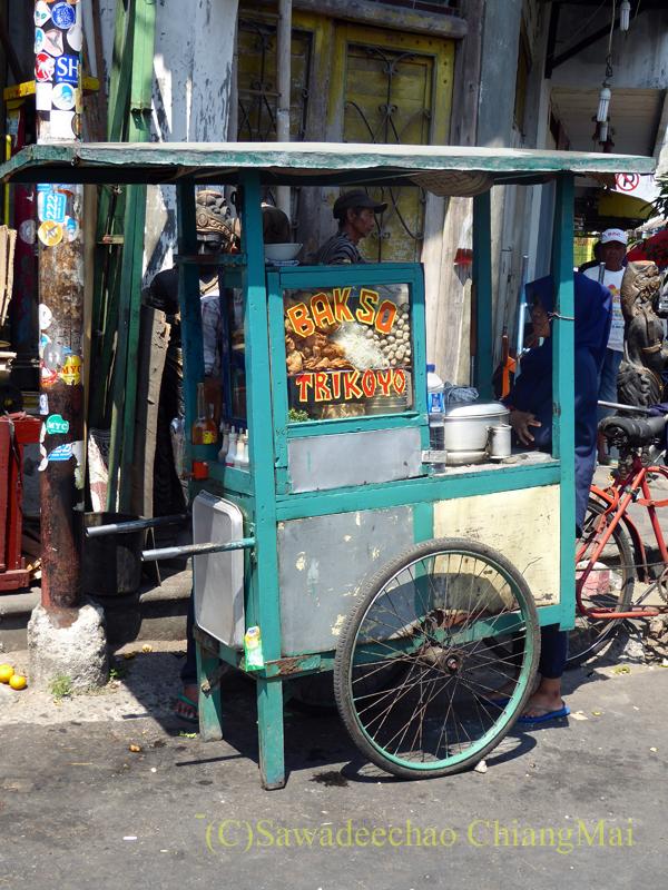 インドネシアのソロ(スラカルタ)の街の小さな屋台