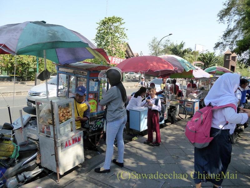 インドネシアのソロ(スラカルタ)の街の屋台