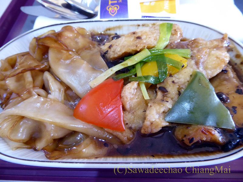 タイ国際航空TG111便のビジネスクラスで出た機内食のメインディッシュ