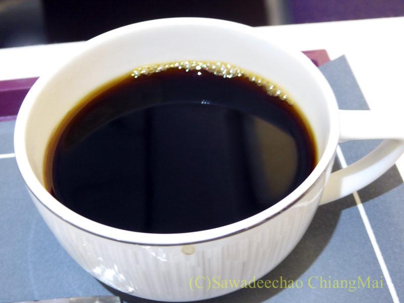 タイ国際航空TG111便のビジネスクラスで出た機内食のコーヒー