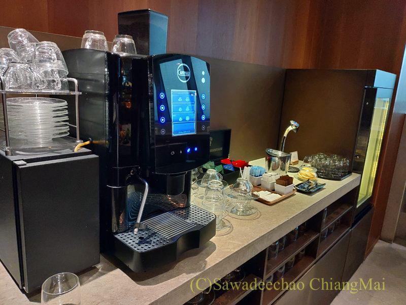 スワンナプーム空港キャセイパシフィック航空ラウンジのコーヒーメーカー