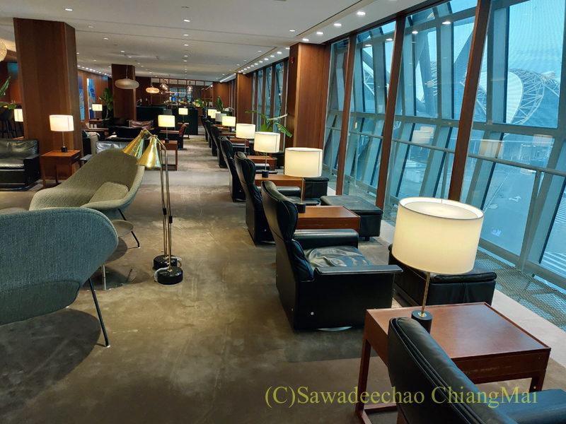 スワンナプーム空港キャセイパシフィック航空ラウンジのひとり用の席