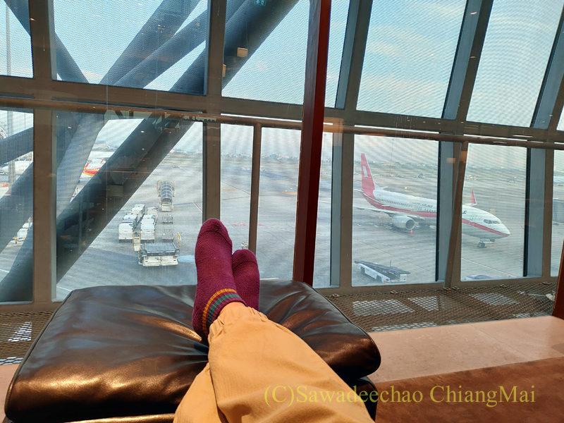 スワンナプーム空港キャセイパシフィック航空ラウンジの席からの景色