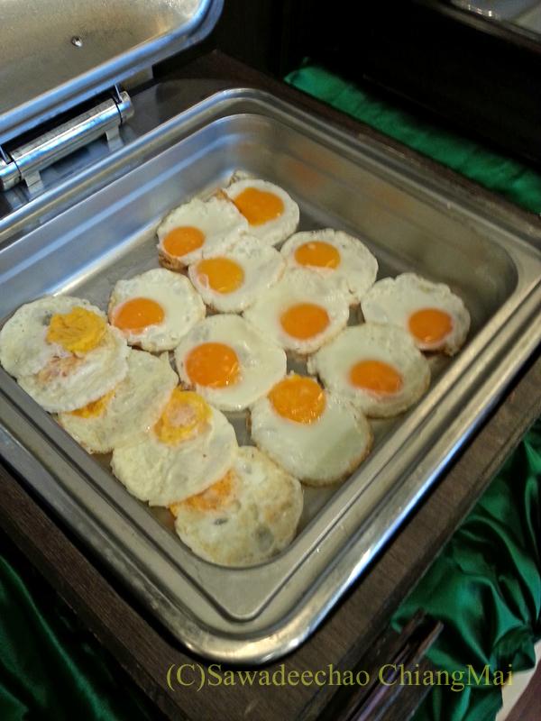 タイのピサヌロークにあるヨディアヘリテージホテルの朝食の卵料理