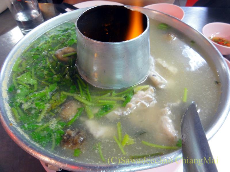チェンマイの海鮮中華料理レストラン、ルートロットのトムヤムプラー