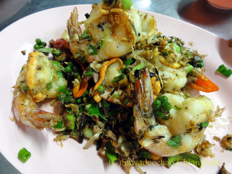 チェンマイの海鮮中華料理レストラン、ルートロットのクンプリックグルア