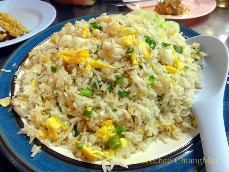 チェンマイの海鮮中華料理レストラン、ルートロットのカーオパットプー