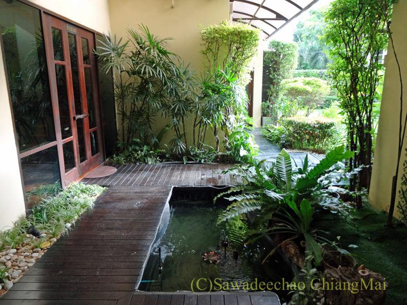 タイのピサヌロークにあるヨディアヘリテージホテルの池