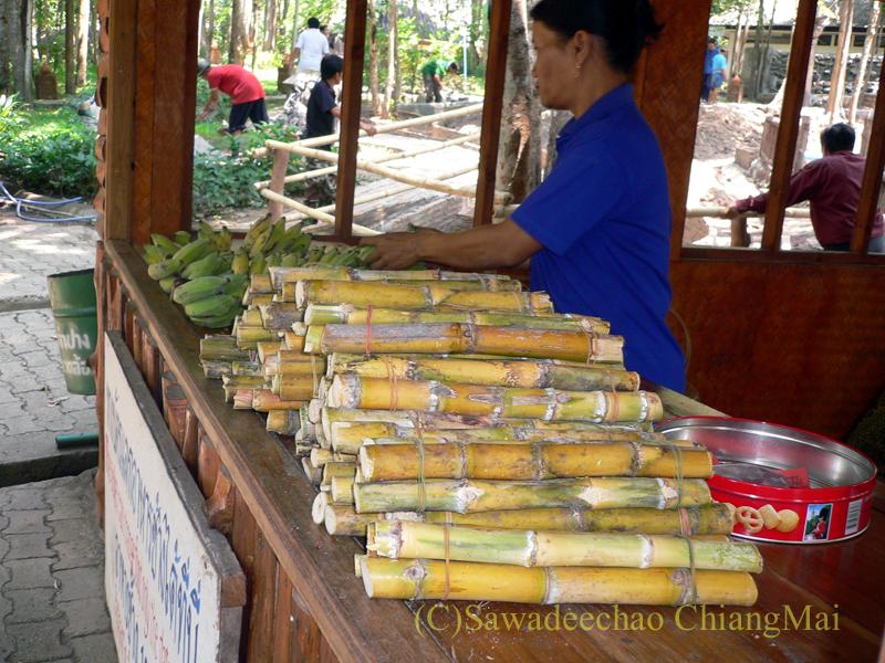 タイのラムパーンにある国立象保護センターのエレファントショーのエサ売り場