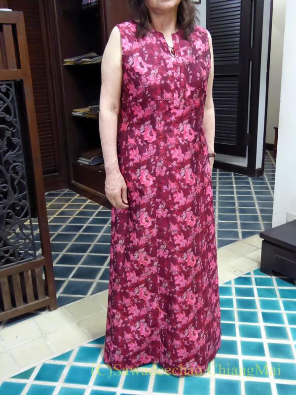 チェンマイにあるタイシルクの店シナワトラタイシルクのドレス