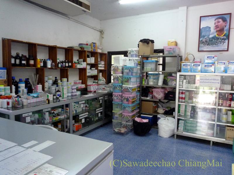 タイのラムパーンにある国立象保護センターの象病院の薬局