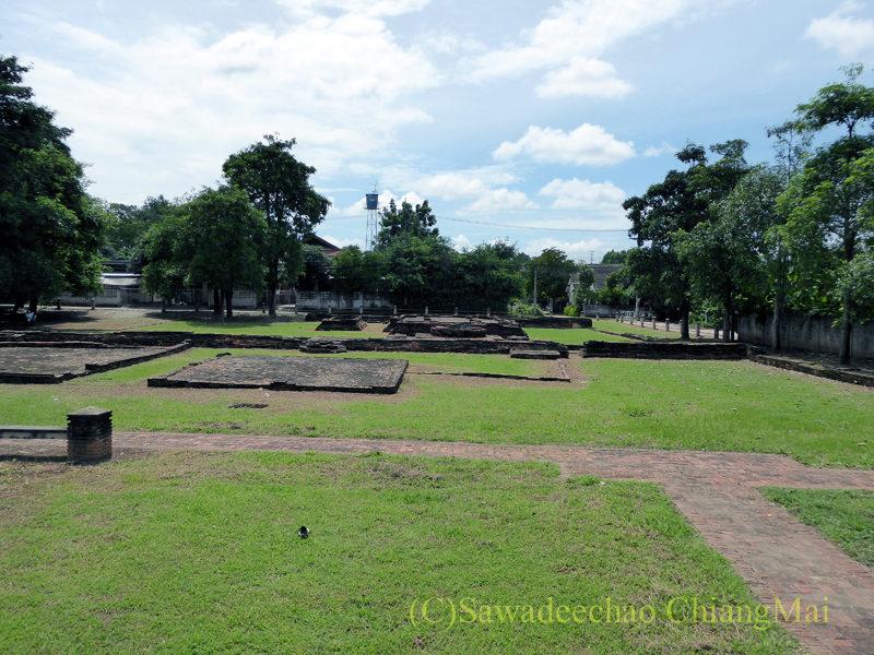 チェンマイのウィアンクム・カーム遺跡のワットフワノーン全景